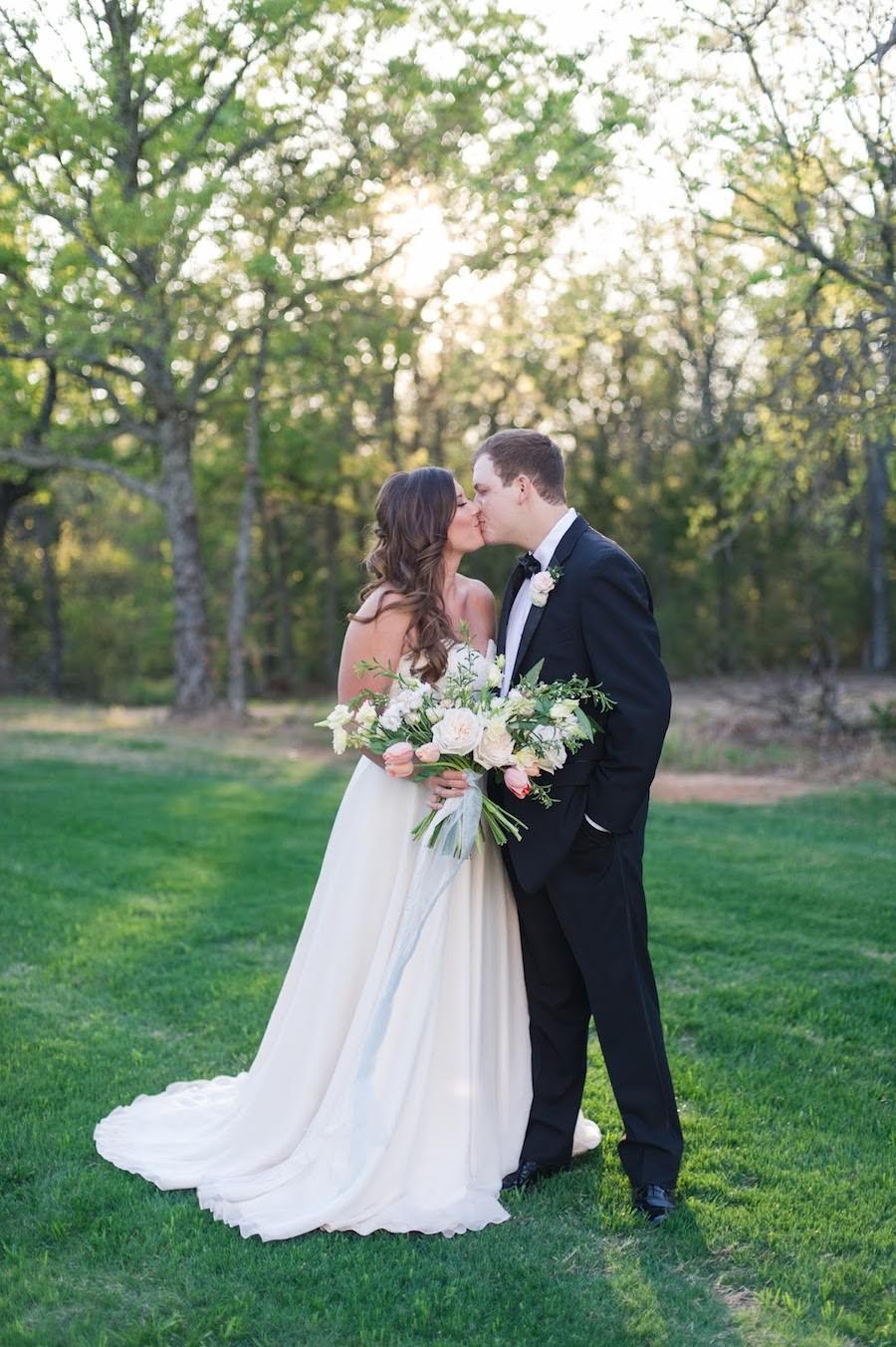 Texas White Barn Wedding Inspiration, White Sparrow Barn, Dallas Wedding Planner, Texas Wedding Planner, Dallas Wedding Designer, Luxury Wedding Planner, Texas Wedding Designer, Featured on The Southeastern Bride
