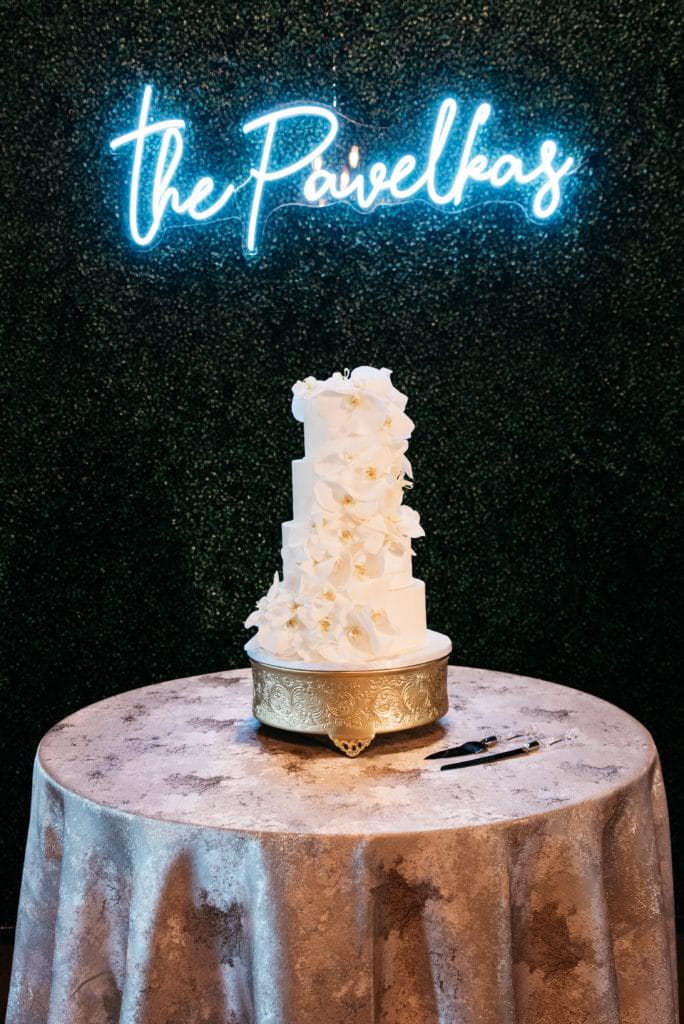 We are sharing our 2019 best wedding designs from the year. Featuring Chancey Charm Houston. #weddingdesign #weddinginspiration #chanceycharmhouston