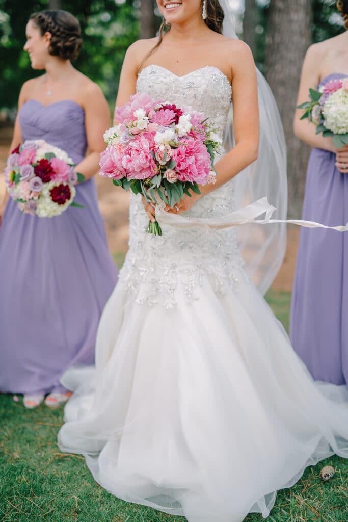 bride-bridesmaids-bouquet-wedding-day
